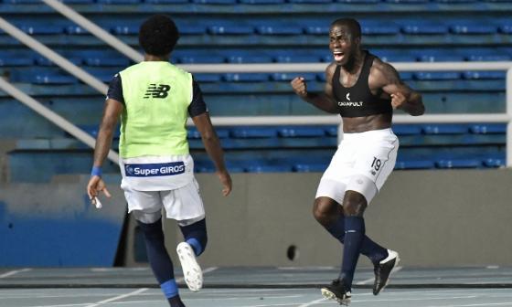 Carmelo Valencia celebrando emocionado su gol frente al América en el Pascual.