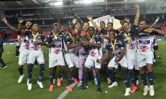 Los jugadores del Junior festejaron con emoción la conquista de la segunda Superliga.