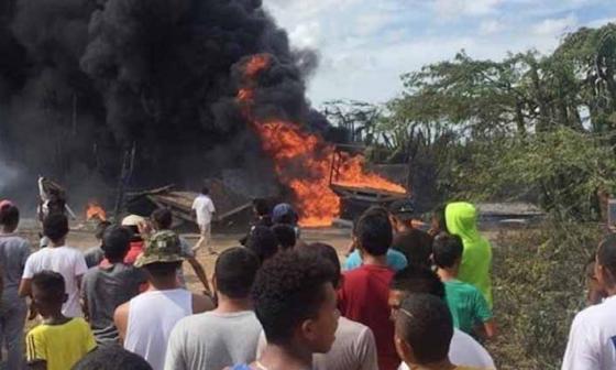 Murió uno de los quemados en incendio de camión con gasolina en Maicao