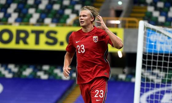 Erling Haaland es titular en el Borussia Dortmund y la Selección de Noruega.
