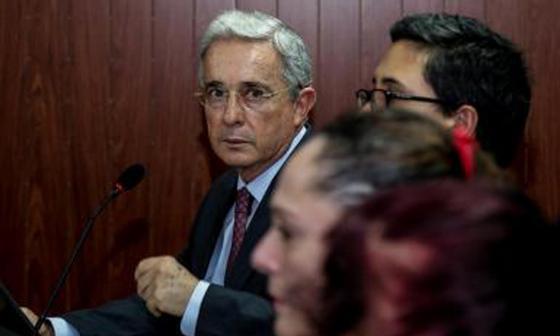 Corte se reúne este viernes para definir cómo juzgar a Uribe