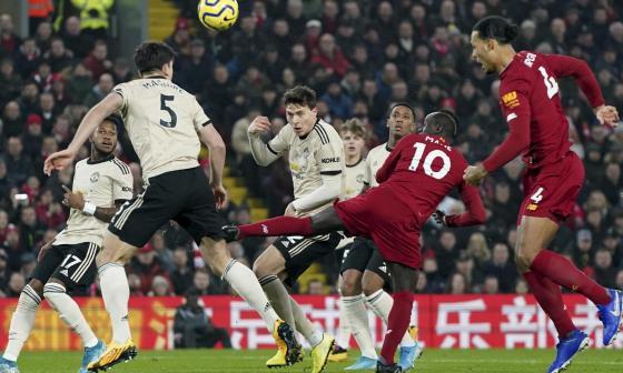 Un partido entre los dos grandes de Inglaterra, Manchester United y Liverpool.