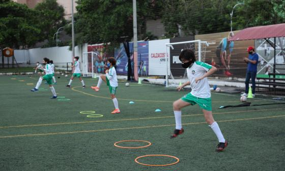 Las escuelas de fútbol, a meterle gol a la Covid-19 en Barranquilla