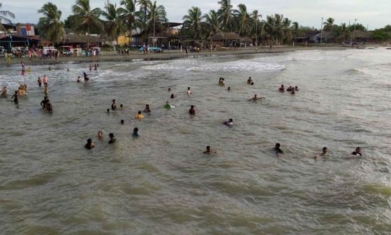 Más de mil personas visitaron las playas de Moñitos tras su reapertura