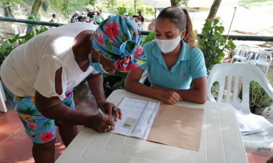 Entregan 7.792 kits alimentarios a adultos mayores de Cartagena
