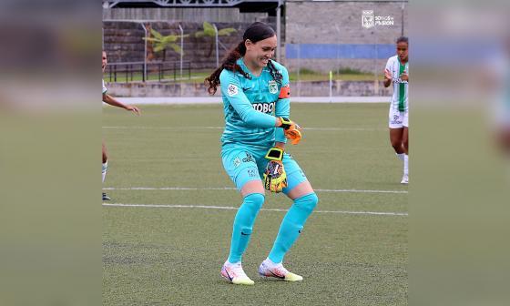 Katherine Tapia se convirtió en la primera arquera en marcar un gol en el Fútbol Femenino de Colombia.