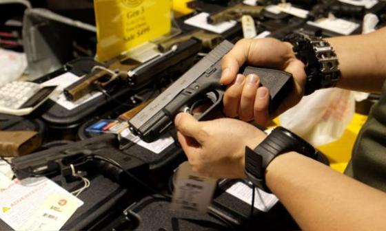 Walmart retira las armas de tiendas en EE.UU. por posibilidad de disturbios