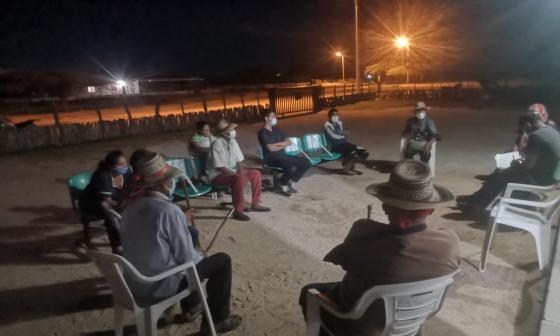 Reunión sostenida por los indígenas wayuu