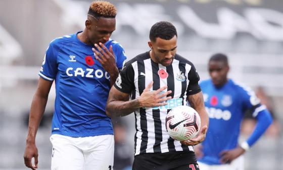 Yerry Mina fue titular y jugó el partido completo entre el Everton y Newcastle.
