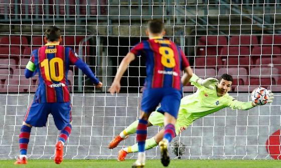 Barcelona sufre para derrotar al Dinamo de Kiev