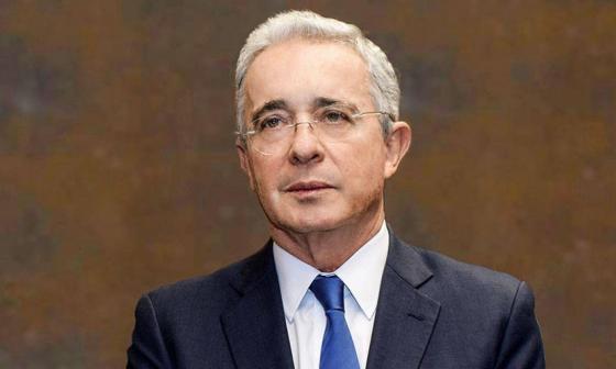 Juez confirma libertad de Uribe pero lo declara imputado