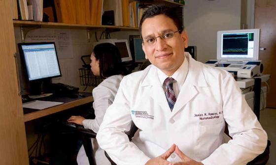 Harvard premia a neurólogo monteriano que ayuda a 11.000 niños pobres