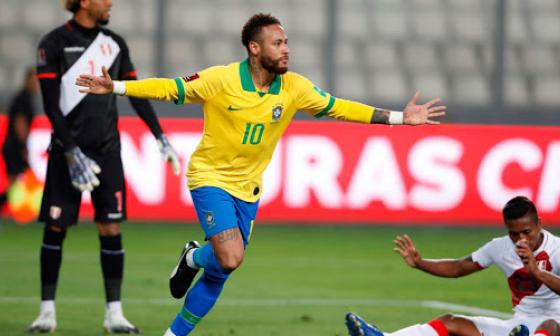 Neymar celebrando su gol frente a Perú.