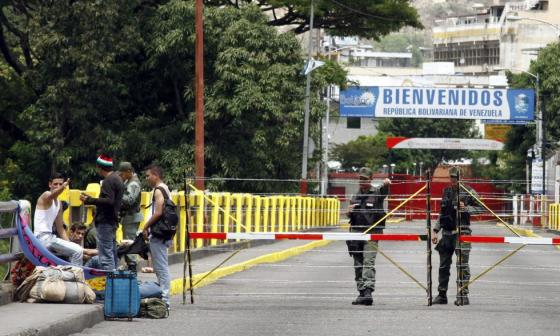 """Colombia abrirá por dos días """"corredor estudiantil"""" en frontera con Venezuela"""