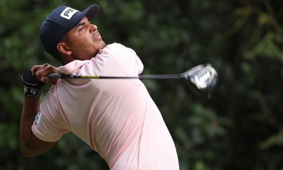 Sebastián Muñoz se destaca en el Masters de Augusta y pelea por el título
