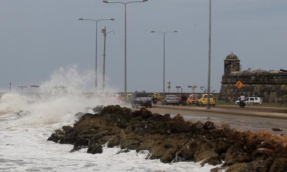 Huracán continúa su tránsito por el mar Caribe colombiano