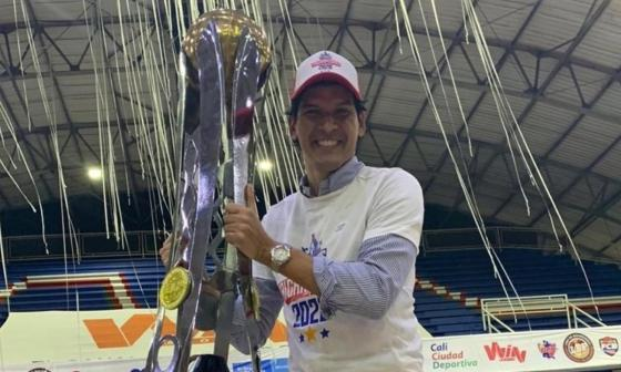 Alberto Caparroso, presidente de Titanes, no se ha perdido ninguno de los tres títulos con el equipo barrranquillero.