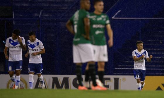 Thiago Almada anotó los dos goles de Vélez Sarsfield.