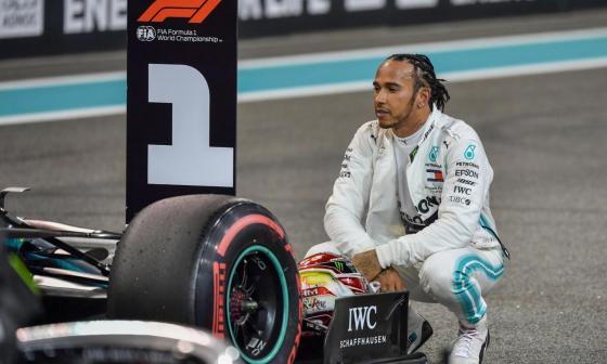 El piloto británico se encuentra aislado tras confirmarse el positivo.