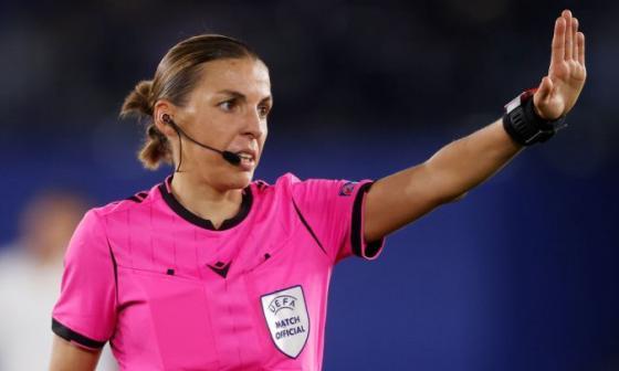 Frappart, primera mujer que arbitra un partido de 'Champions'