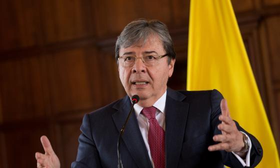 "Mindefensa tacha de ""calumnias"" acusaciones de Maduro sobre plan magnicida"