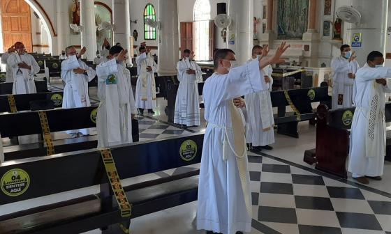 """""""Están en el mundo, pero no son del mundo"""", obispo de Sincelejo a sacerdotes"""