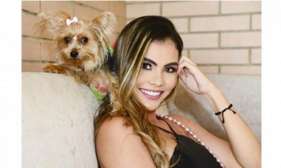 Candy, la yorkie que le sigue la cambamba a Kelly Restrepo