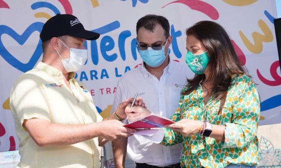 Sucre firma pacto digital para beneficiar a los estudiantes
