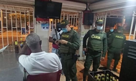 Uno de los establecimientos visitados por la Policía Metropolitana de Cartagena.