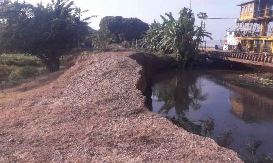 Operación del ferry de Salamina se suspende otra vez por nueva erosión