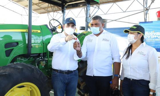 Campesinos de Barranco de Loba reciben maquinaria e insumos agropecuarios
