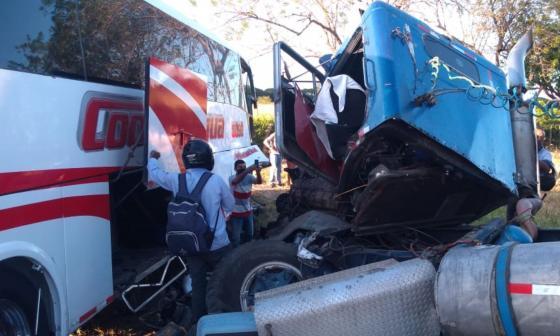 En el lugar de los hechos quedaron 12 pasajeros heridos.