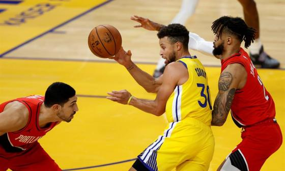Stephen Curry consiguió 62 puntos, su mejor marca de profesional.