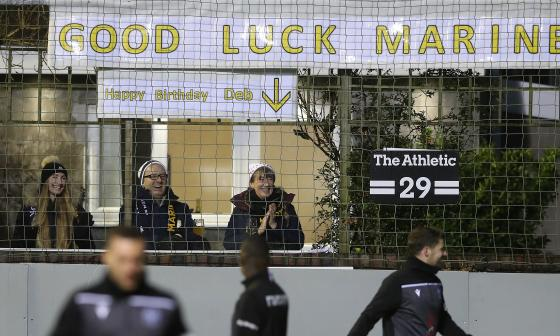La emoción de los seguidores del Marine por tener un equipo tan popular como el Tottenham.