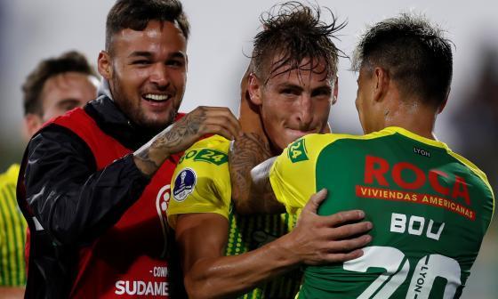 Braian Romero celebra uno de los tres goles que anotó.