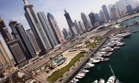 Emiratos dará nacionalidad a profesionales extranjeros para atraer talento