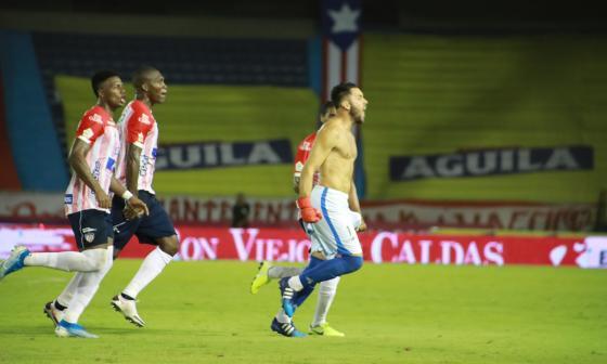 El arquero Sebastián Viera celebra emocionado el tanto que le da el triunfo a Junior frente al América.
