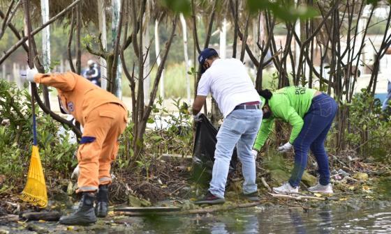 Realizan jornada de limpieza en la ciénaga de Mallorquín