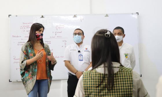 Ministra de Educación vigila alternancia educativa desde Montería