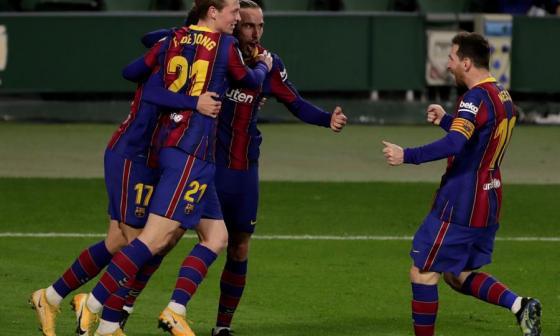 Messi celebra junto a sus compañeros el gol de Trincao, que le dio los tres puntos al equipo culé.