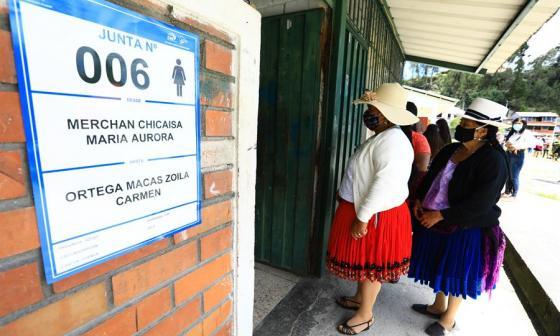 Diferencias en Ecuador entre Pérez y Lasso se acortan a unos 26.000 votos
