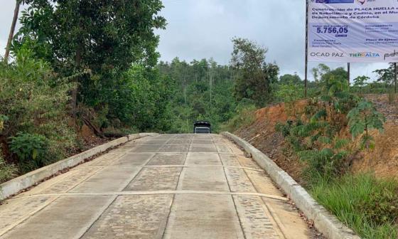 Gobierno entrega placa huella en vía terciaria de Tierralta