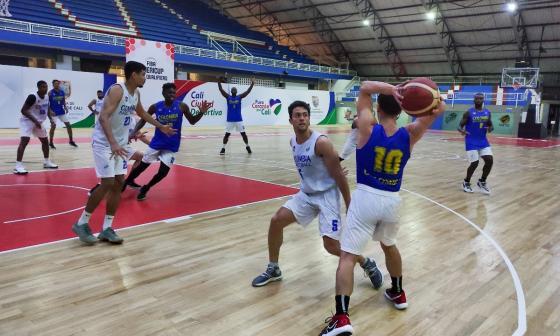 La Selección Colombia de Baloncesto se prepara en Cali para la venta de la Americup 2022.