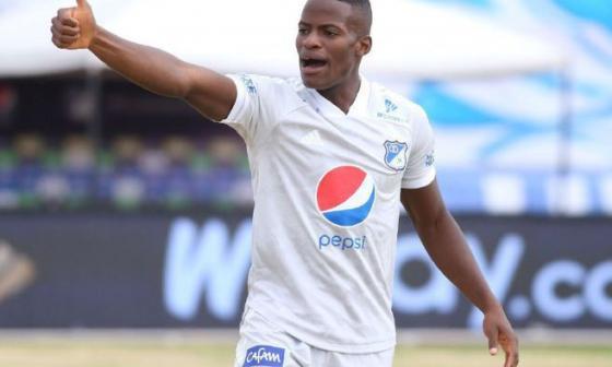 En video | Compañeros reciben a Román tras frustrarse su paso a Boca Juniors