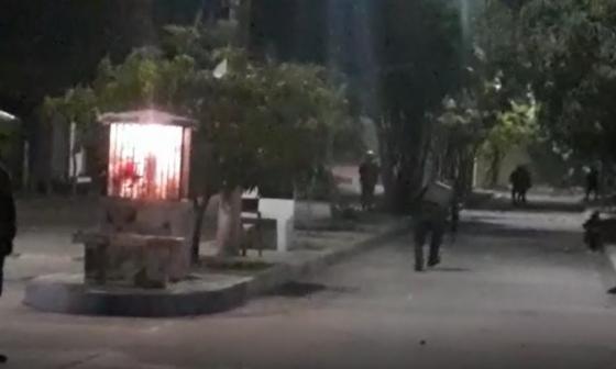 Asonada en Santa Lucía: un policía está herido