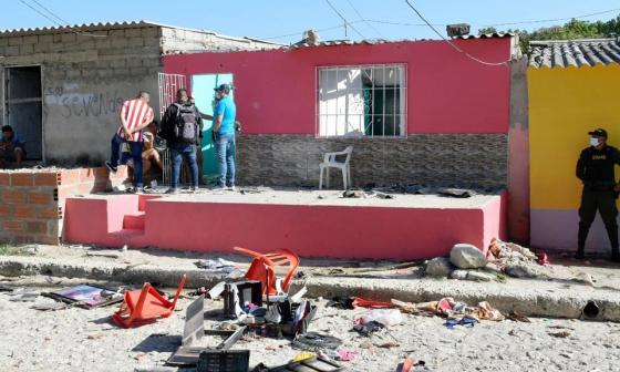 Una de las casa de las familias inmersas en el hecho fue atacada a piedras.