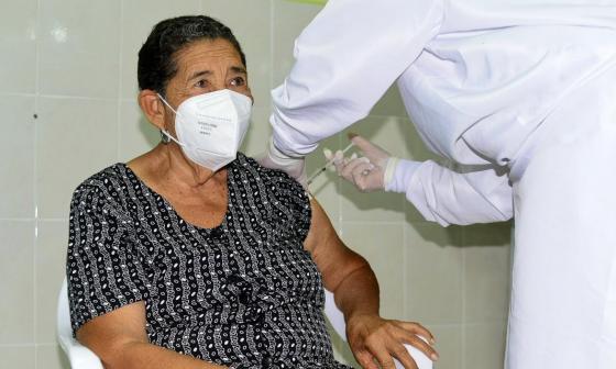 Carmen Sofía Amaya Brito, vacunada.