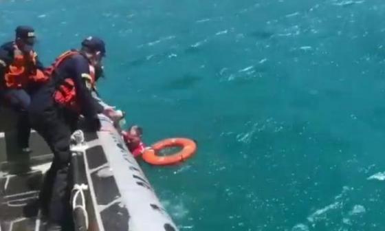 Armada rescató a turista atrapado en un risco en playa de Santa Marta