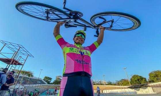 Francisco Jaramillo evade las dificultades y pedalea por sus sueños