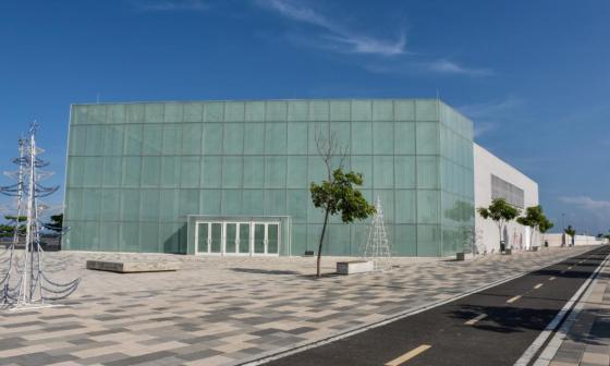 Pabellón de eventos Caja de Cristal, ubicado en el Gran Malecón del Río.